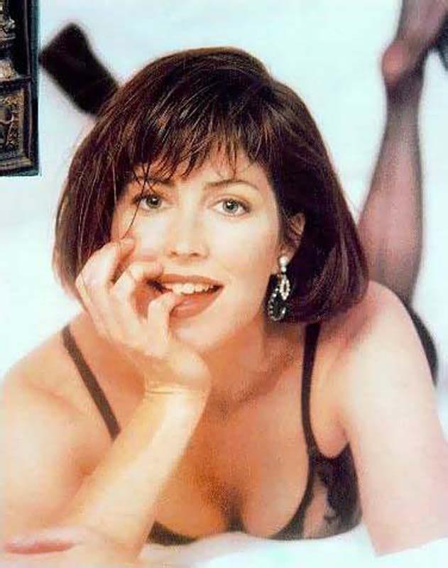 Dana Delany hot look