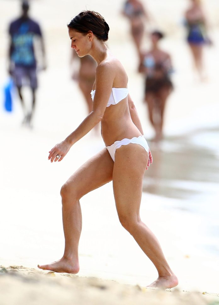 Gabrielle Anwar sexy pic