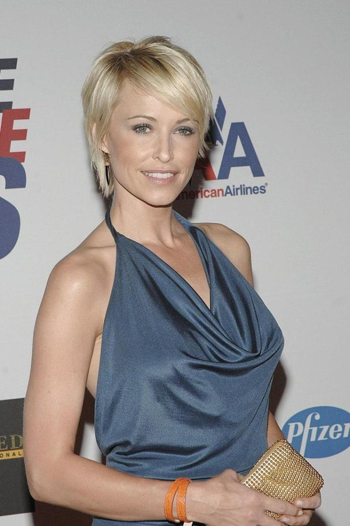 Josie Bissett hot look
