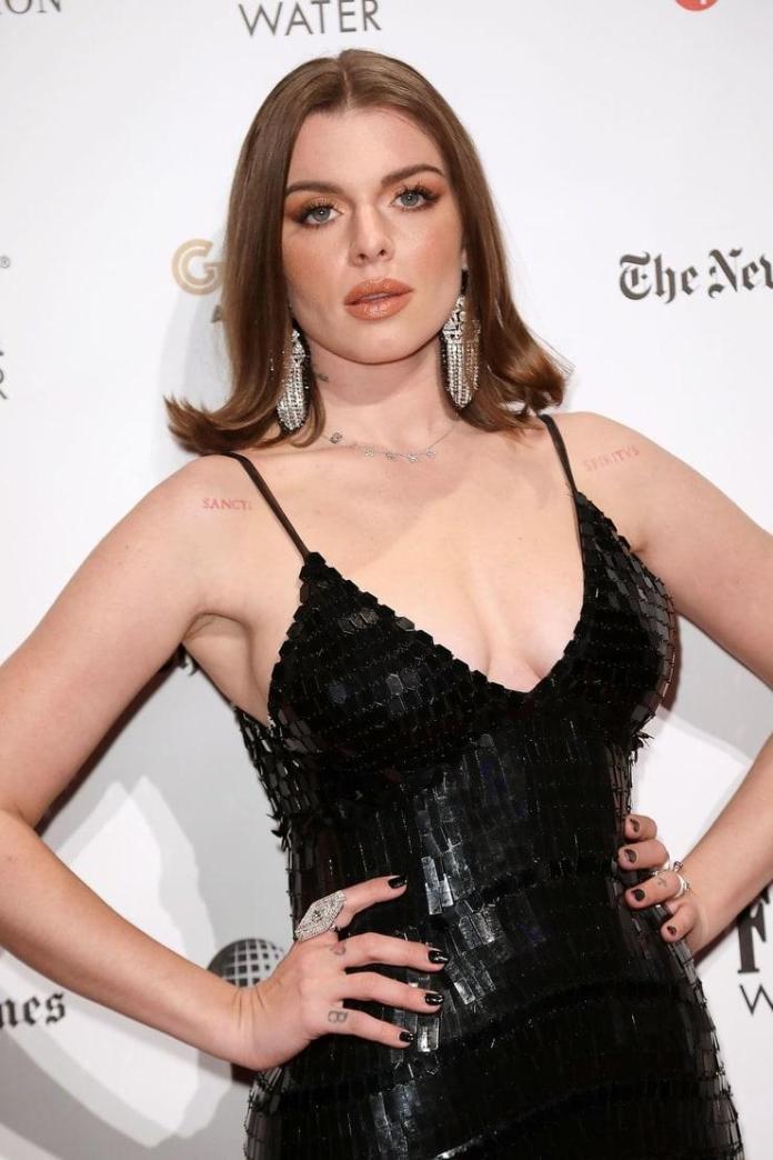 Julia Fox sexy pic