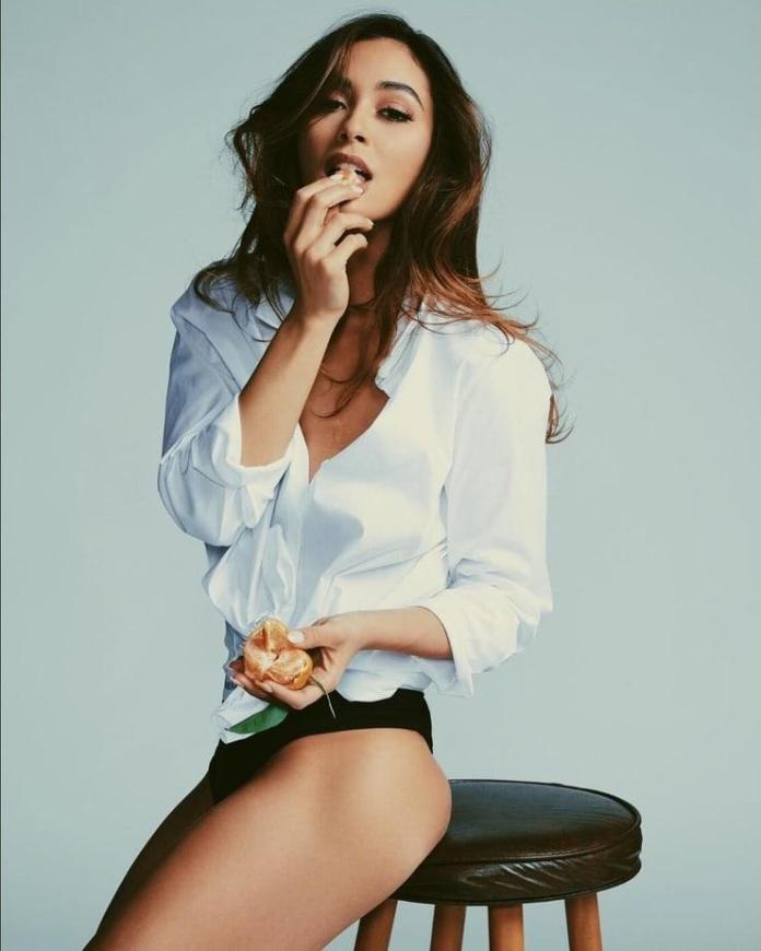 Lindsey Morgan sexy pics