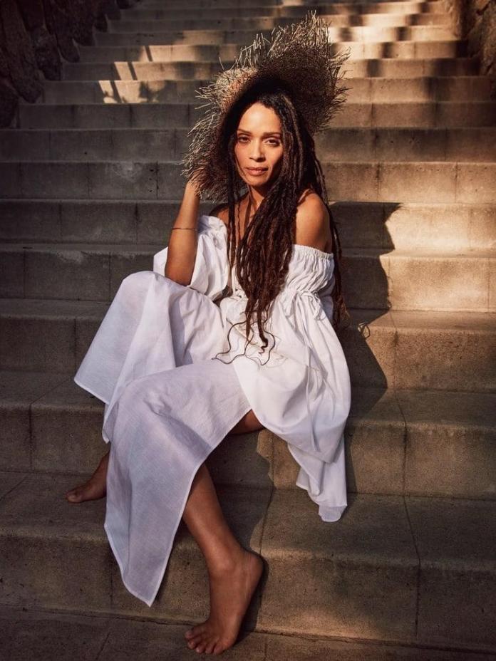 Lisa Bonet sexy look