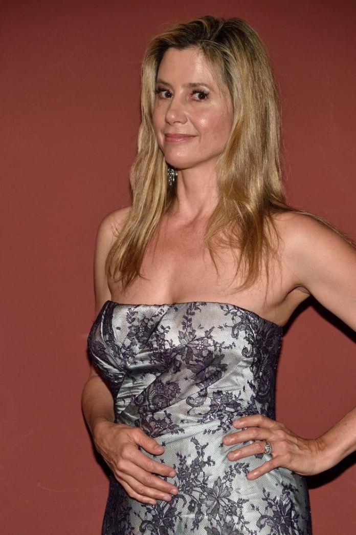 Mira Sorvino hot look