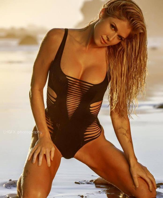 Torrie Wilson hot look