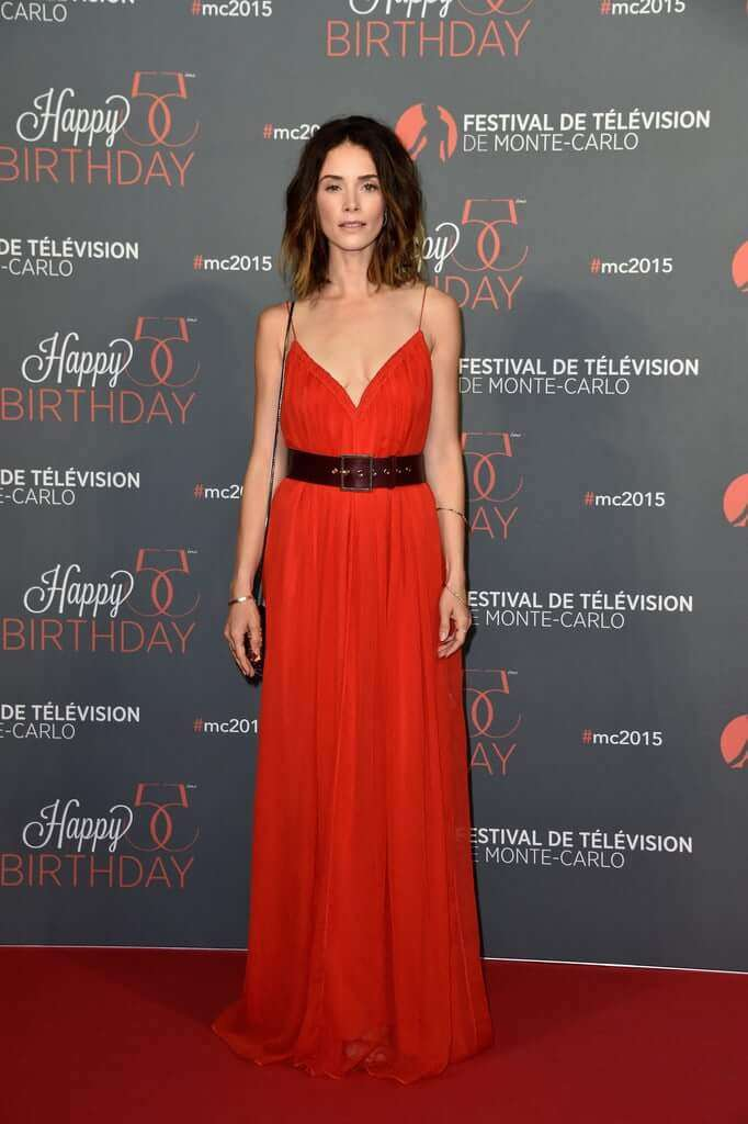 Abigail Spencer sexy red dress pics