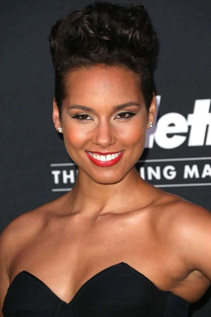 Alicia Keys sexy cleavage pics