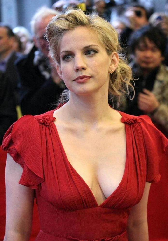 Anna Chlumsky hot pic