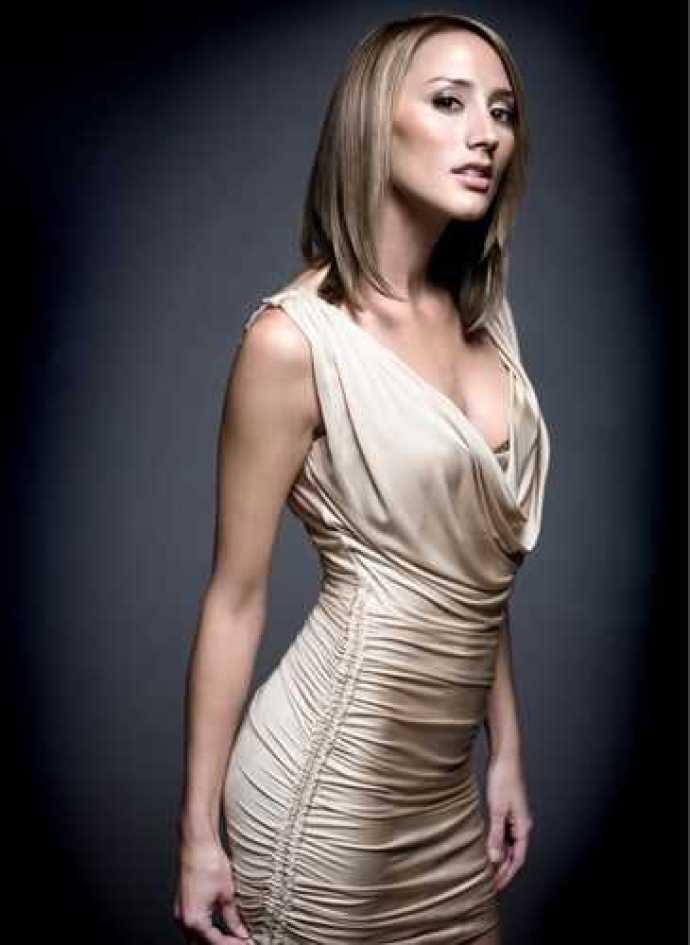 Bree Turner sexy side boobs pics
