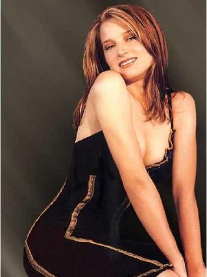Bridget Fonda big busty pics