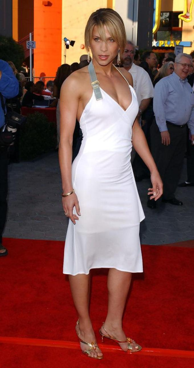 Christina Cox sexy side boobs pics