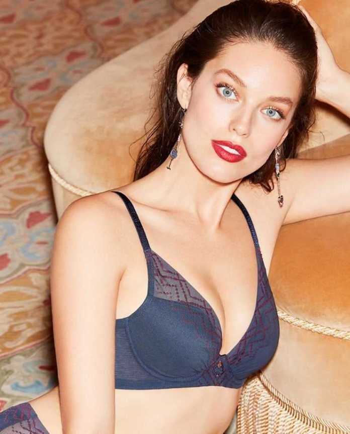 Emily DiDonato sexy side boobs pics