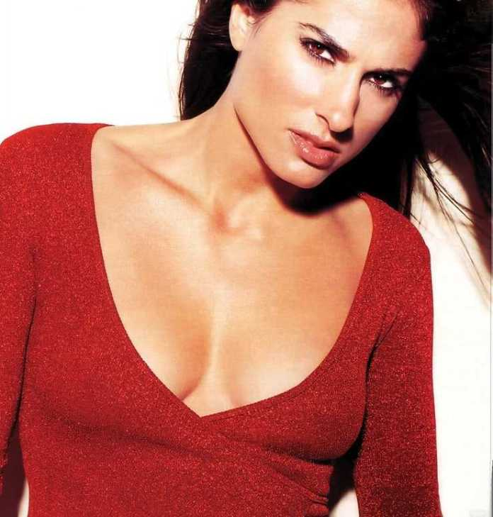 Gabriela Sabatini cleavage pics