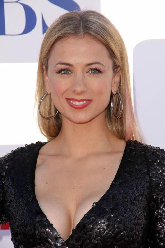 Iliza Shlesinger big boobs pictures