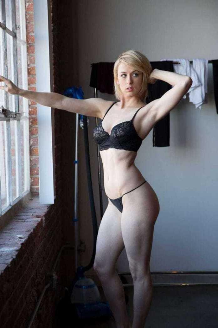 Iliza Shlesinger sexy bikini pics