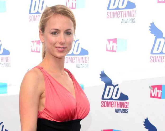 Iliza Shlesinger sexy side boobs pics