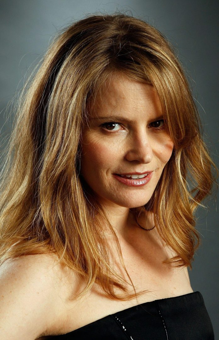 Jennifer Jason Leigh brown hair