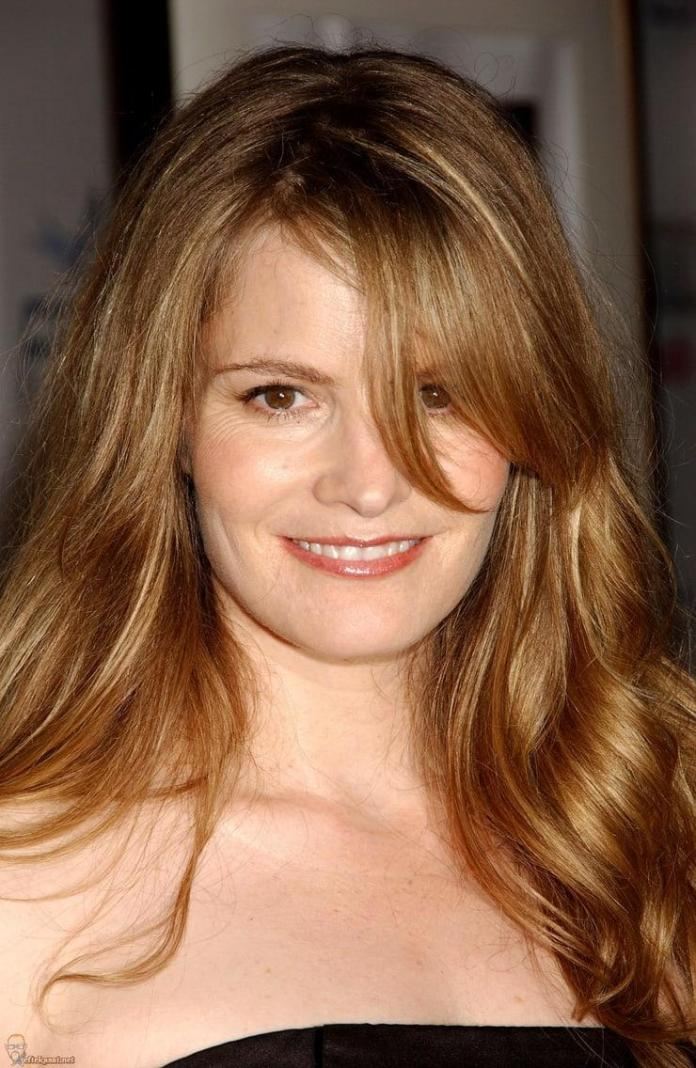 Jennifer Jason Leigh smile