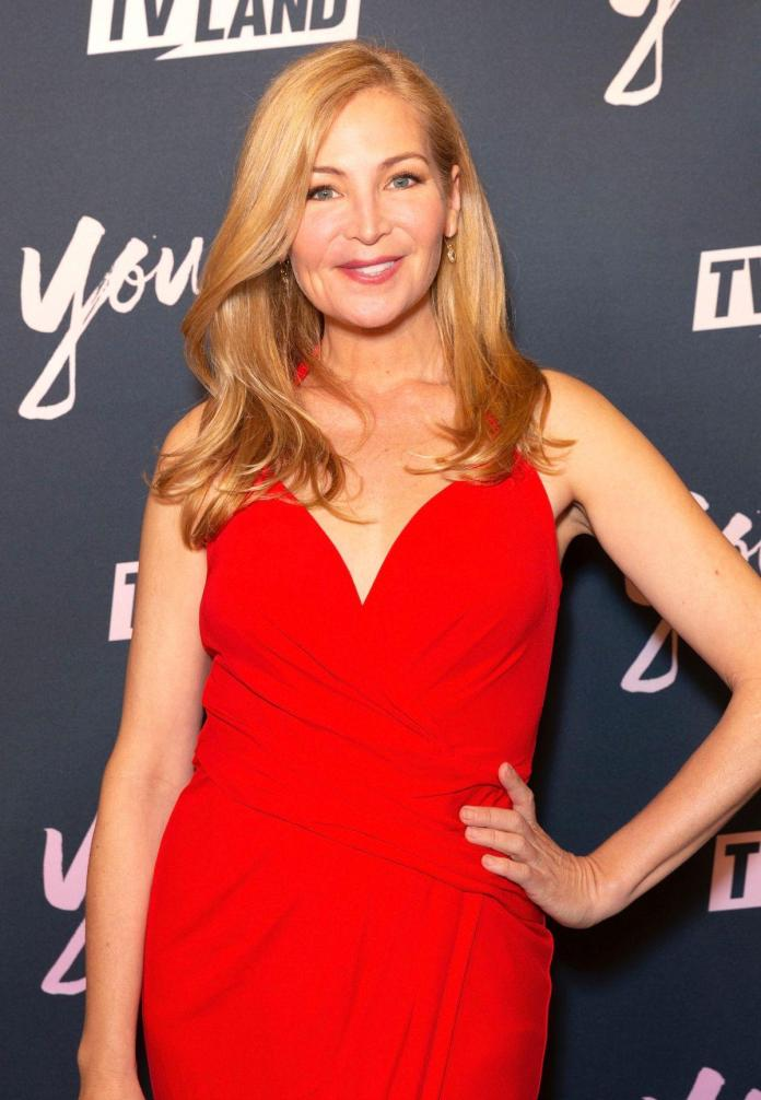 Jennifer Westfeldt sexy cleavage pictures