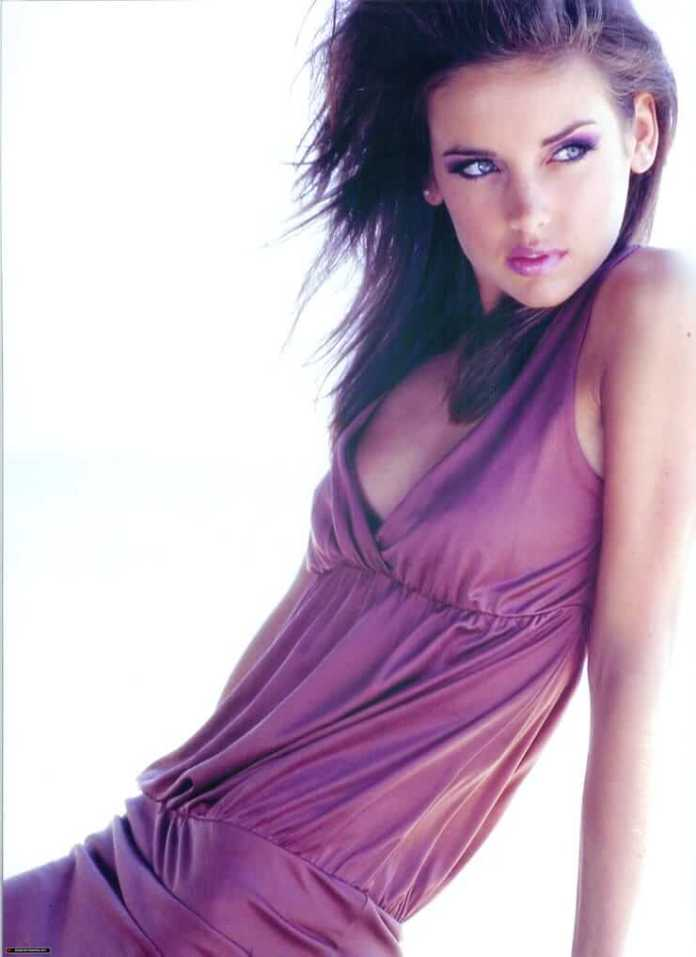 Jessica Stroup sexy side boobs pics