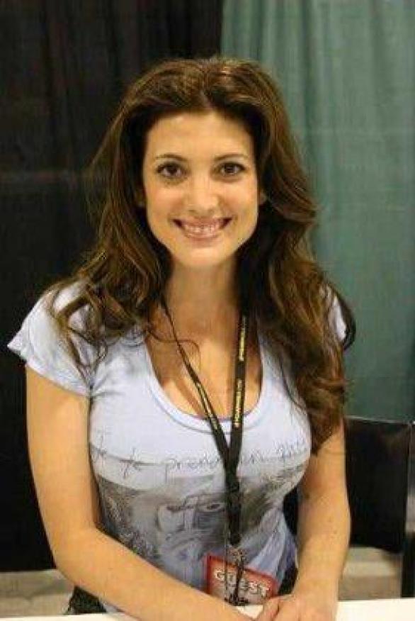 Julia Benson boobs pictures