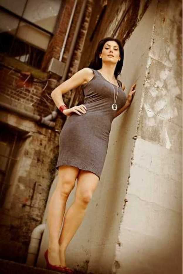Julia Benson hot legs pics