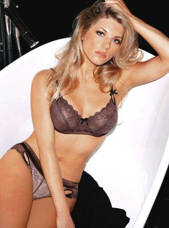 Katheryn Winnick boobs pics