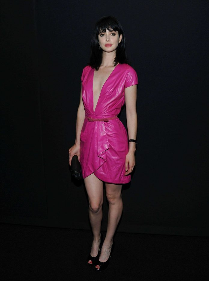 Krysten Ritter sexy cleavage pics