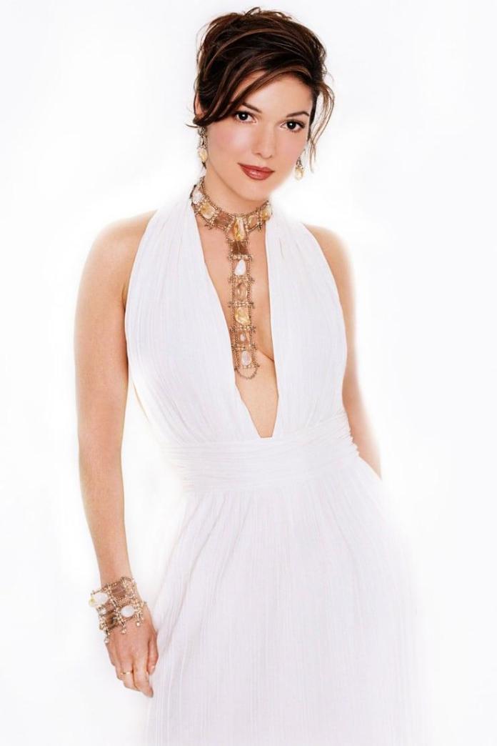 Laura Harring hot look