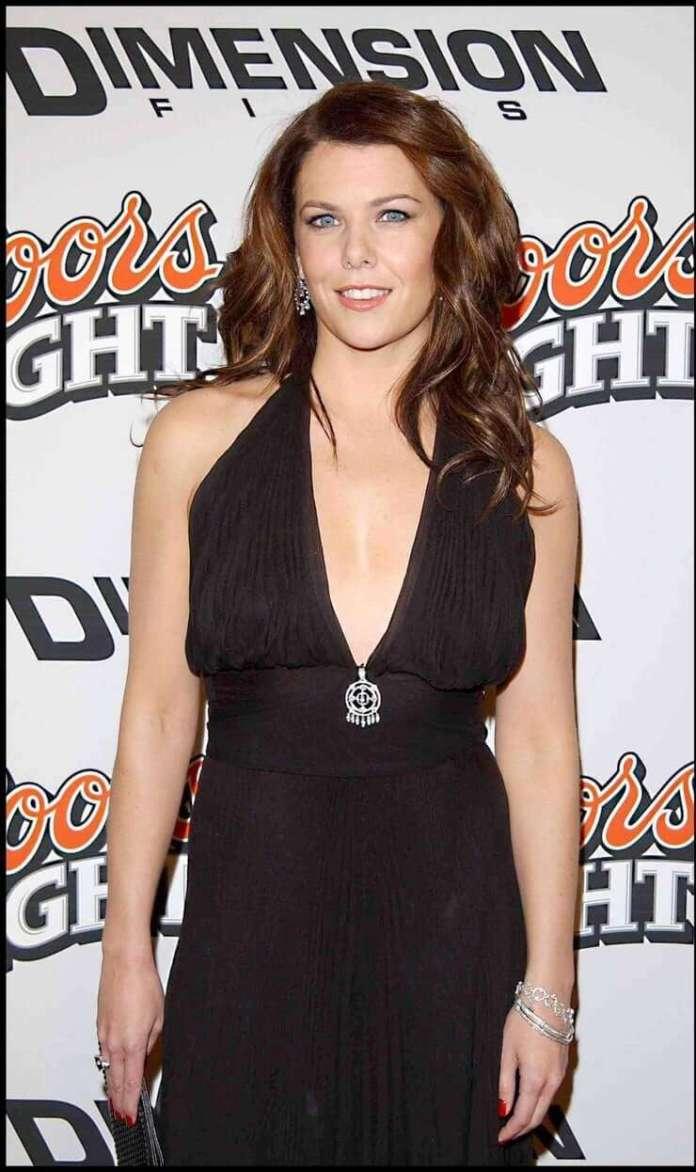 Lauren Graham amazing busty pics