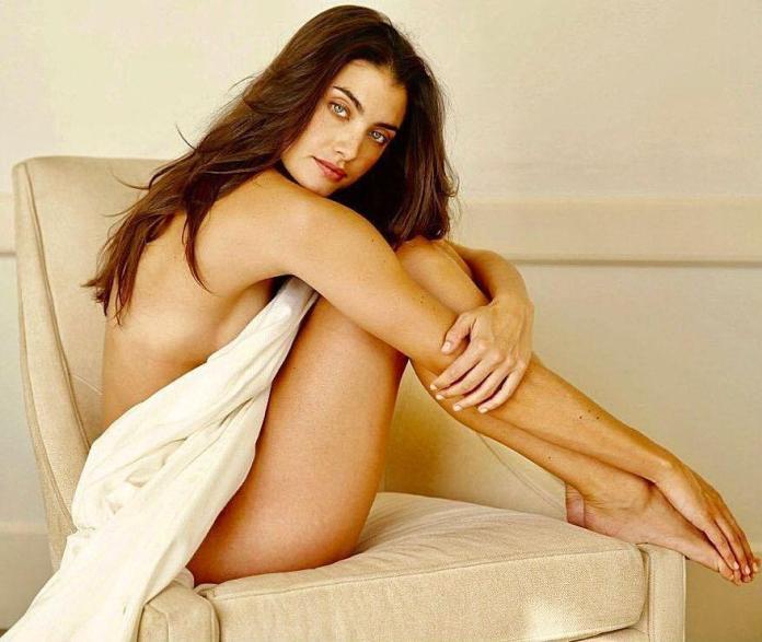 Lauren Mellor hot look