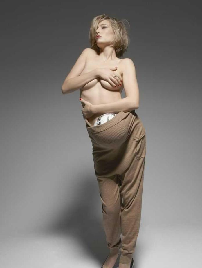 Leelee Sobieski topless pics