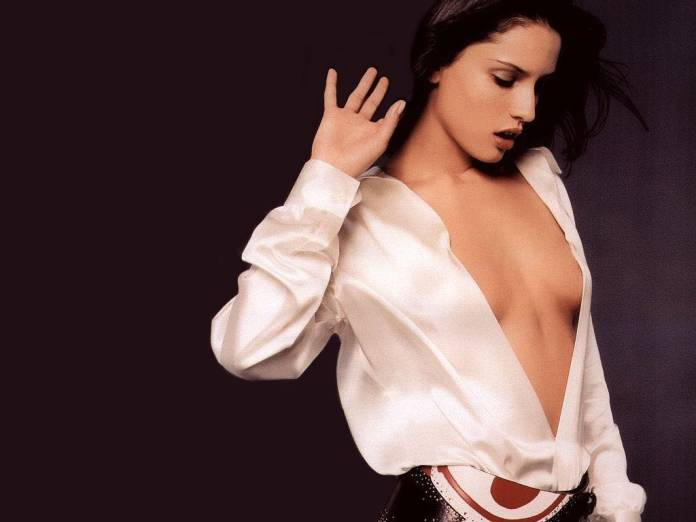 Leonor Varela sexy cleavage