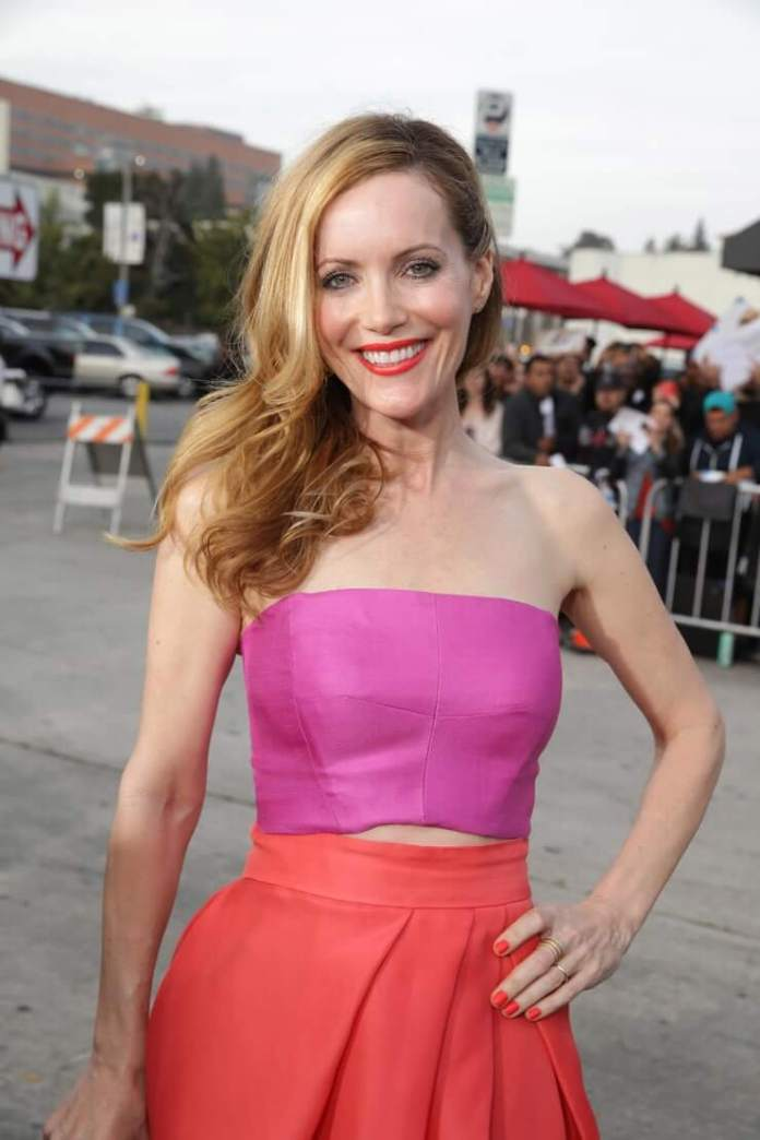 Leslie Mann cleavage pictures