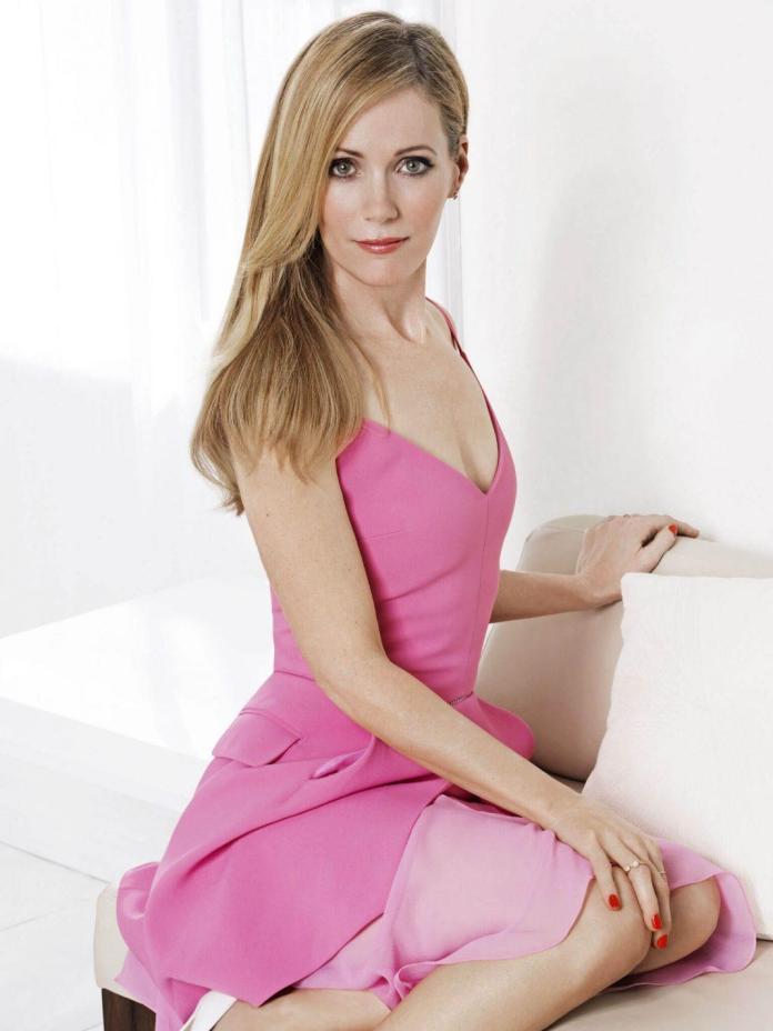 Leslie Mann sexy dress pics