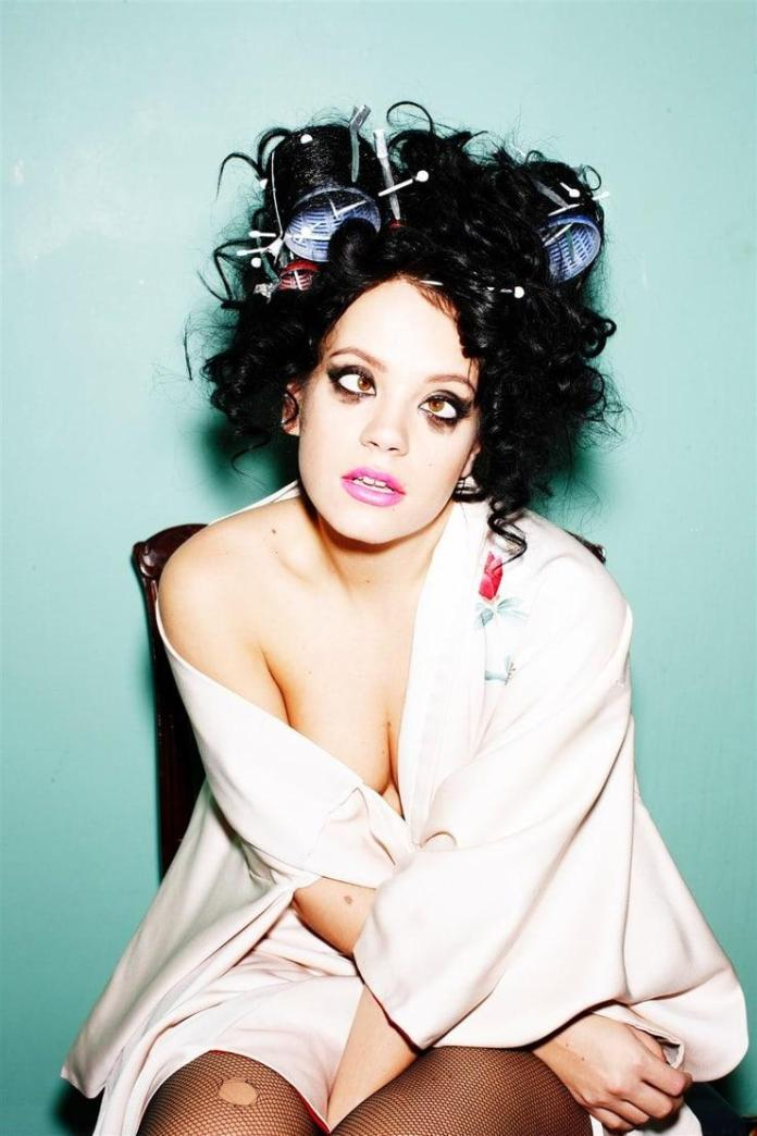 Lily Allen sexy cleavage pics