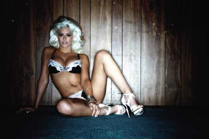 Maryse Ouellet hot look pics