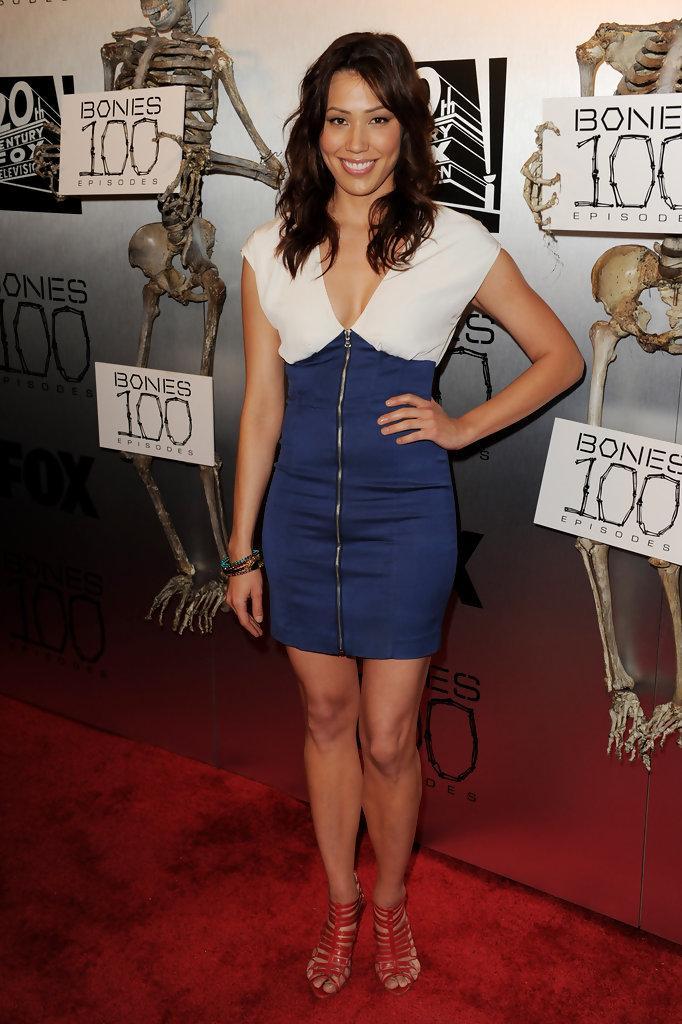Michaela Conlin hot look