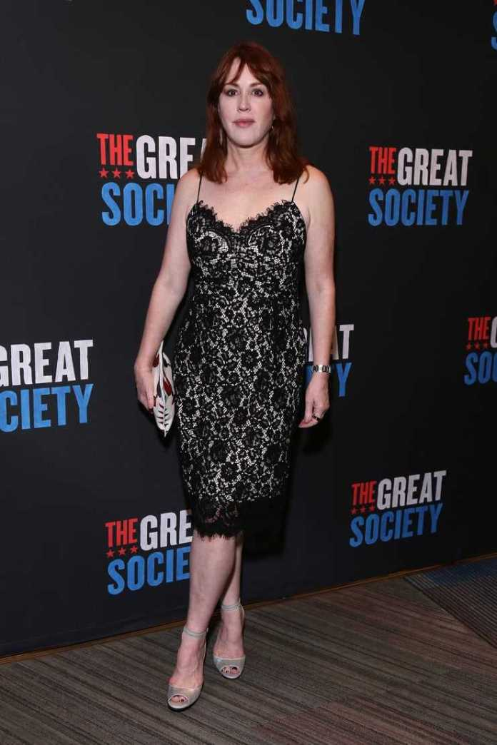 Molly Ringwald hot look pictures (2)