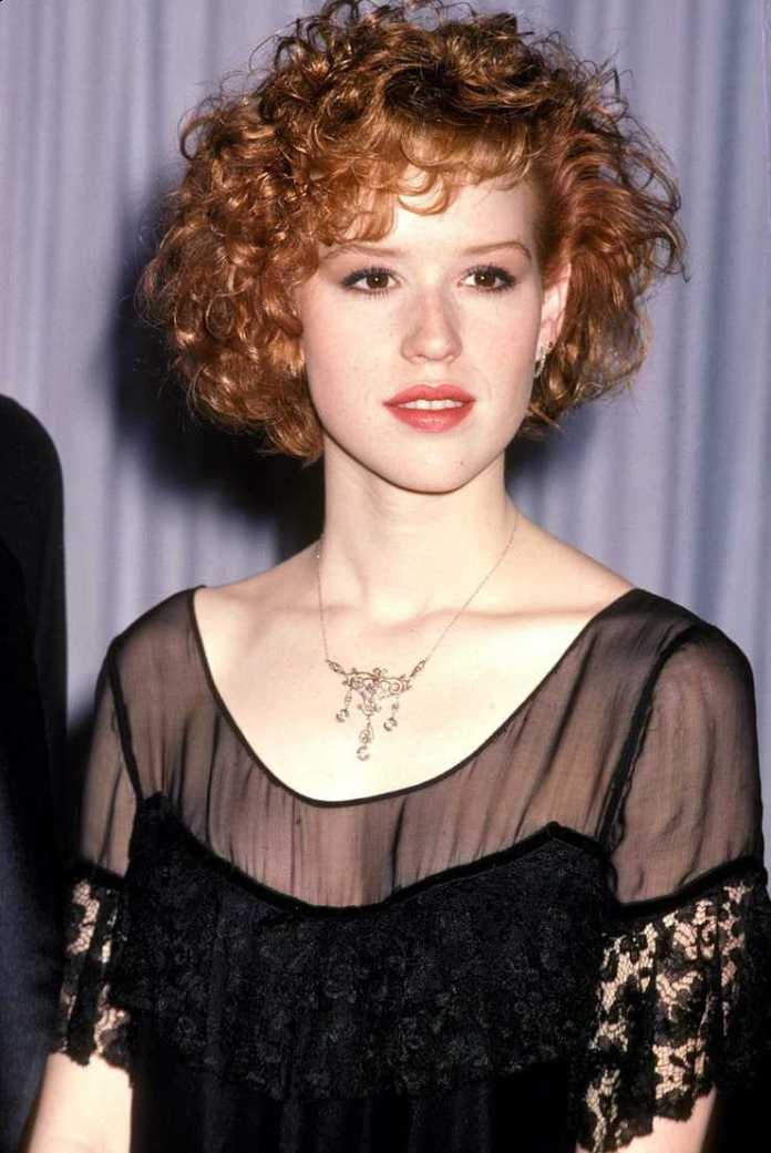 Molly Ringwald hot look pictures
