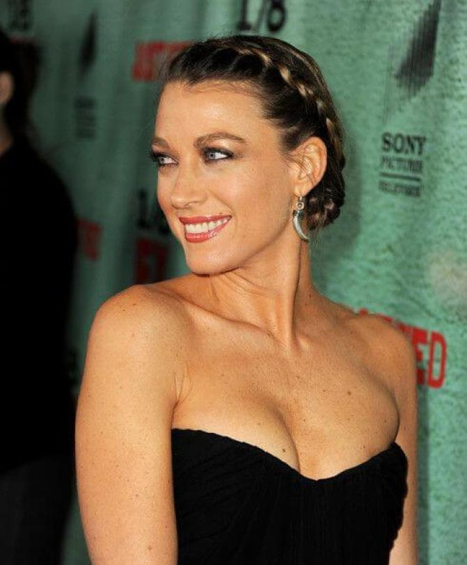 Natalie Zea sexy tits pictures