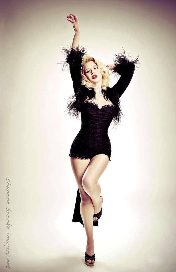 Renee Olstead sexy pic
