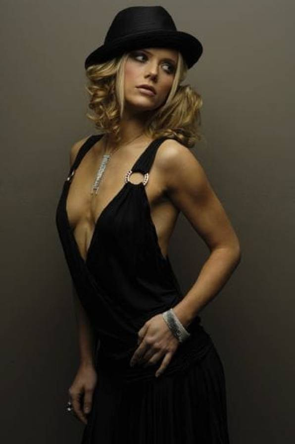 Tanja Reichert sexy side boobs pics