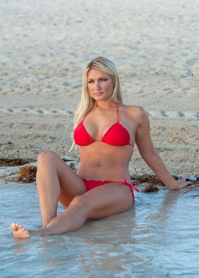 Brooke Hogan sexy look