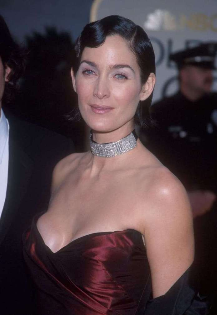 carrie-anne moss boobs
