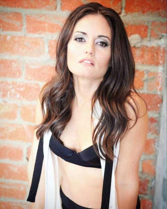 Danica McKellar hot pic