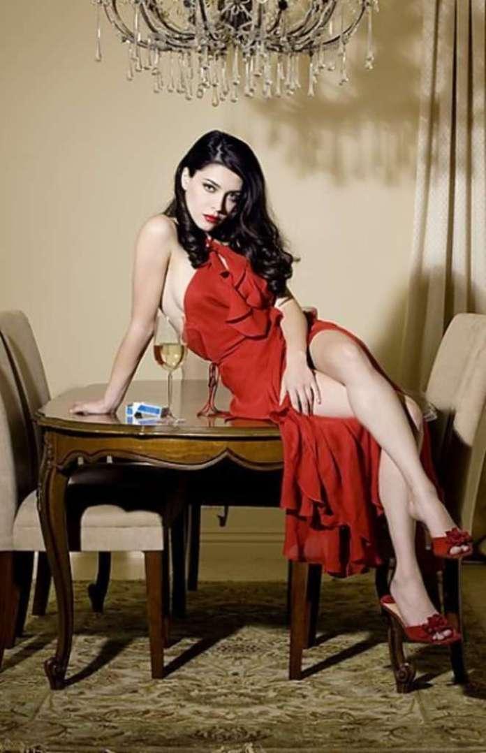 Elena Satine hot