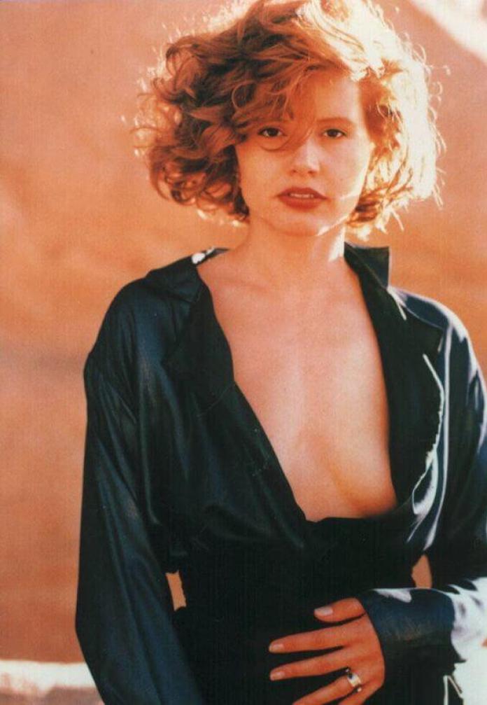 Geena Davis boobs