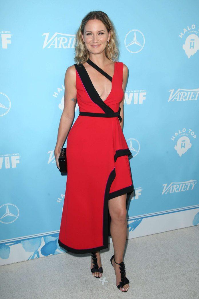 Jennifer Nettles hot