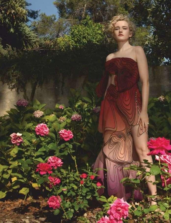 Julia Garner hot pics