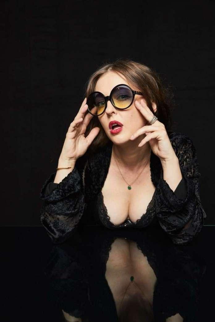 Katharine Isabelle hot pic